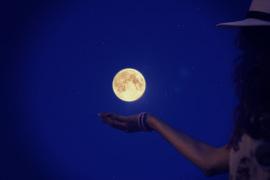 満月のスキンケアで肌を潤わす