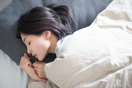 しっかり寝ないと美肌になれない!良質な睡眠のために「やってはいけない」7つの行動とは?