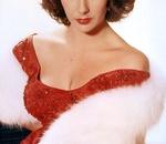 白いヴェールに赤いドレス