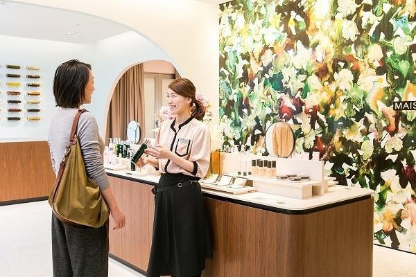 MAISON LEXIA 大阪エリア新店(2019年秋 NEW OPEN)美容部員・BA(ビューティー・カウンセラー)正社員の求人のスタッフ写真7