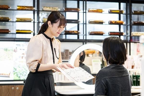 MAISON LEXIA 大阪エリア新店(2019年秋 NEW OPEN)美容部員・BA(ビューティー・カウンセラー)正社員の求人のスタッフ写真2
