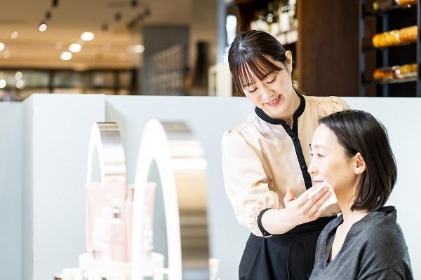 MAISON LEXIA 大阪エリア新店(2019年秋 NEW OPEN)美容部員・BA(ビューティー・カウンセラー)正社員の求人のスタッフ写真3