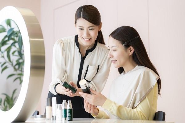 MAISON LEXIA 大阪エリア新店(2019年秋 NEW OPEN)美容部員・BA(ビューティー・カウンセラー)正社員の求人のスタッフ写真5