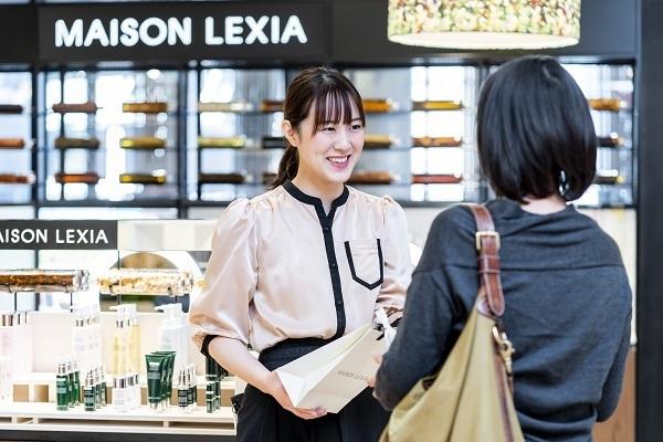MAISON LEXIA 大阪エリア新店(2019年秋 NEW OPEN)美容部員・BA(ビューティー・カウンセラー)正社員の求人のスタッフ写真6