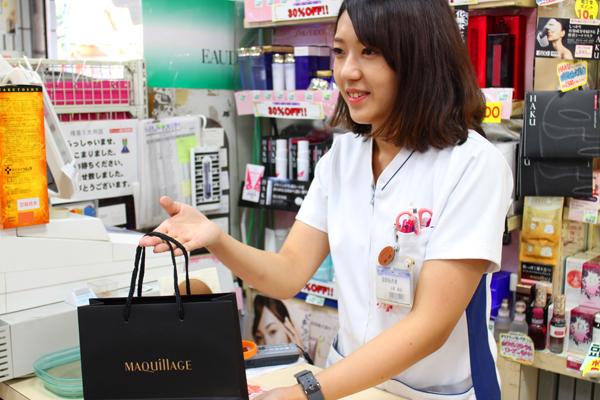 龍生堂薬局 ワセダ東店美容部員・化粧品販売員正社員の求人のスタッフ写真3