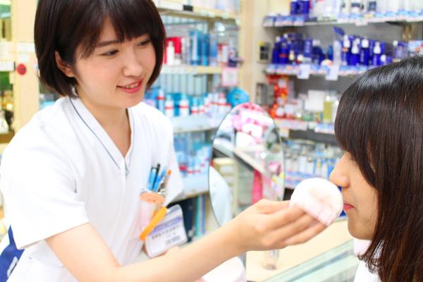 龍生堂薬局 ワセダ東店美容部員・化粧品販売員正社員の求人のスタッフ写真4