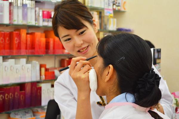 龍生堂薬局 ワセダ東店美容部員・化粧品販売員正社員の求人のスタッフ写真6