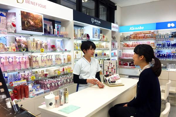 龍生堂薬局 ワセダ東店美容部員・化粧品販売員正社員の求人のスタッフ写真1