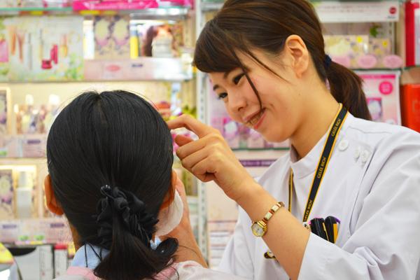 龍生堂薬局 ワセダ東店美容部員・化粧品販売員正社員の求人のスタッフ写真7