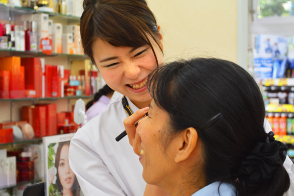 龍生堂薬局 ワセダ東店美容部員・化粧品販売員正社員の求人のスタッフ写真8