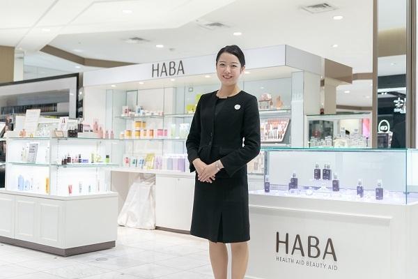 shopHABA 名古屋三越栄店美容部員・BA(ビューティーカウンセラー)契約社員の求人のスタッフ写真4