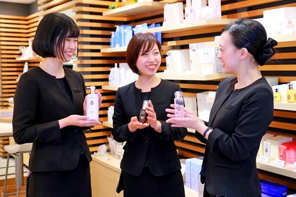 shopHABA 井筒屋黒崎店美容部員・化粧品販売員(『HABA(ハーバー)』ビューティーカウンセラー)契約社員の求人のスタッフ写真1