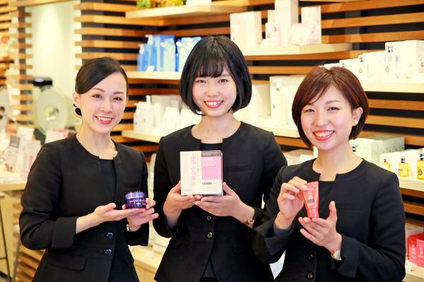 shopHABA GINZA SIX店 美容部員・化粧品販売員(ビューティーカウンセラー)契約社員の求人のスタッフ写真1