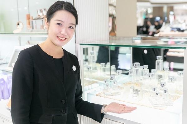 shopHABA近鉄奈良店美容部員・化粧品販売員(ビューティーカウンセラー)契約社員の求人の写真