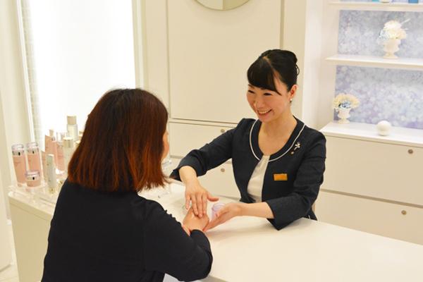 渋谷東急本店 ミキモトコスメティックスカウンター美容部員・化粧品販売員契約社員の求人の写真