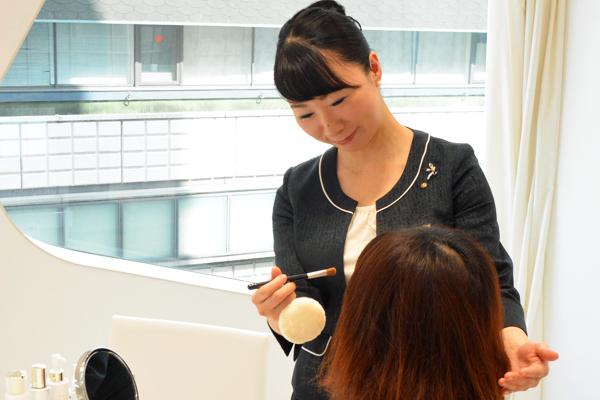 渋谷東急本店 ミキモトコスメティックスカウンター美容部員・化粧品販売員契約社員の求人のスタッフ写真5