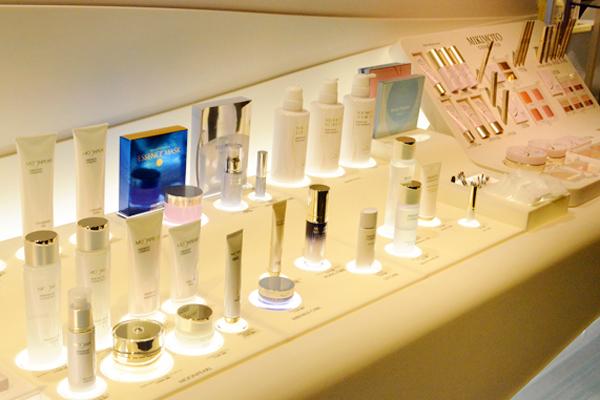 渋谷東急本店 ミキモトコスメティックスカウンター美容部員・化粧品販売員契約社員の求人のサービス・商品写真2