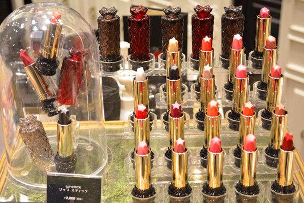 アナ スイ 東京エリアの百貨店・ファッションビル美容部員・化粧品販売員(ナビゲーター)契約社員の求人のサービス・商品写真4