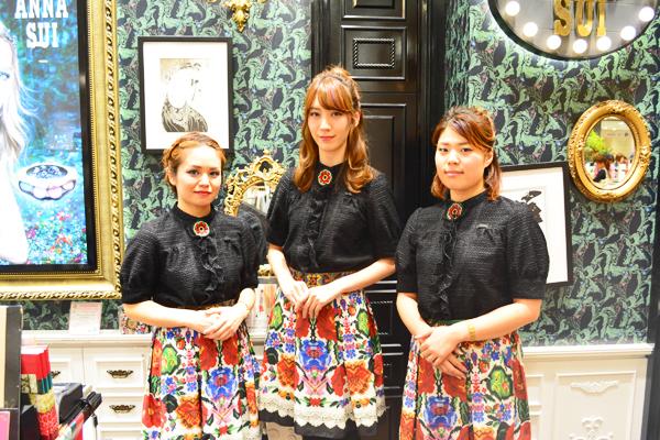 アナ スイ 東京エリアの百貨店・ファッションビル美容部員・化粧品販売員(ナビゲーター)契約社員の求人のスタッフ写真1