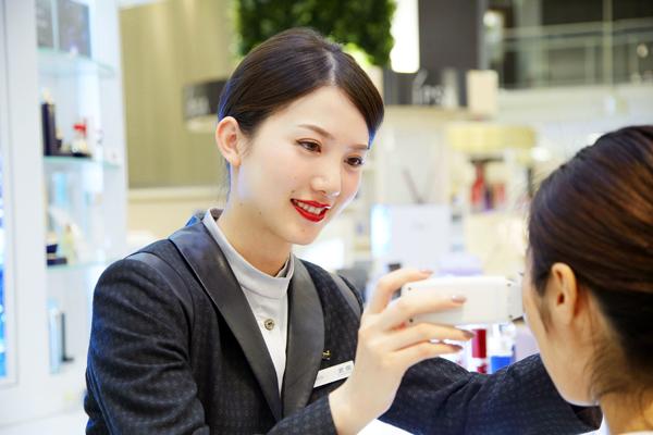 アルビオン 新宿・渋谷・青山・六本木エリアの有名百貨店・専門店美容部員・化粧品販売員(ビューティーアドバイザー)正社員の求人の写真