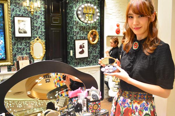アナ スイ 東京エリアの百貨店・ファッションビル美容部員・化粧品販売員(ナビゲーター)契約社員の求人のスタッフ写真2