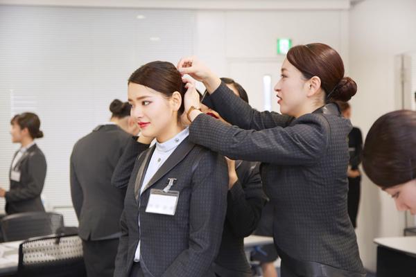 アルビオン 新宿・渋谷・青山・六本木エリアの有名百貨店・専門店美容部員・化粧品販売員(ビューティーアドバイザー)正社員の求人のスタッフ写真3