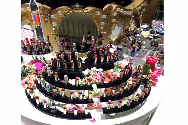 アナ スイ 新宿・渋谷エリアの百貨店・ファッションビル美容部員・化粧品販売員(ナビゲーター)契約社員の求人の店内写真3