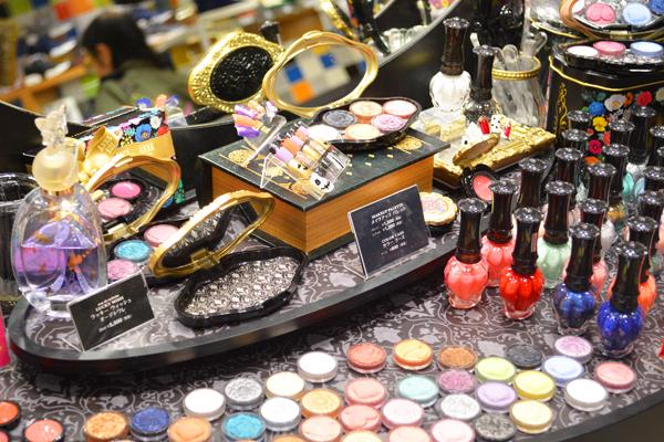 アナ スイ 東京エリアの百貨店・ファッションビル美容部員・化粧品販売員(ナビゲーター)契約社員の求人のサービス・商品写真1