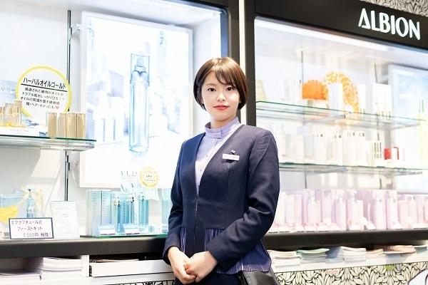 アルビオン 新宿・渋谷・青山・六本木エリアの有名百貨店・専門店美容部員・BA(ビューティアドバイザー)正社員の求人のスタッフ写真2