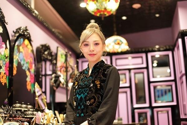 アナ スイ 新潟エリアの百貨店・ファッションビル美容部員・BA(ナビゲーター)契約社員の求人の写真