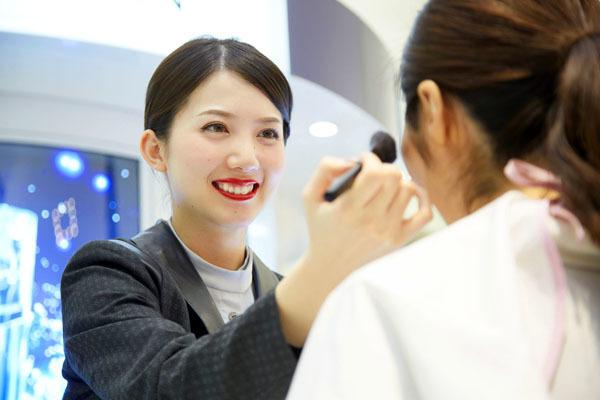 アルビオン 新宿・渋谷・青山・六本木エリアの有名百貨店・専門店美容部員・化粧品販売員(ビューティーアドバイザー)正社員の求人のスタッフ写真2