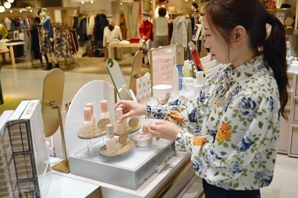 PAUL & JOE ルミネ北千住店美容部員・化粧品販売員アルバイト・パートの求人のスタッフ写真1