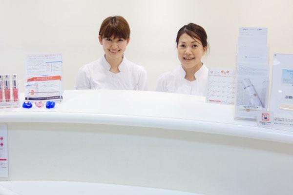 青山ヒフ科クリニック美容医療事務・バックオフィス(経理)契約社員の求人の写真