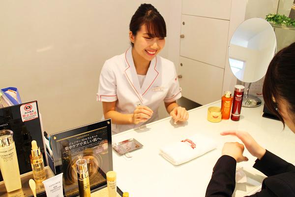 ドクターシーラボ 名古屋三越栄店美容部員・化粧品販売員(『ドクターシーラボ』ビューティーカウンセラー)正社員の求人の写真