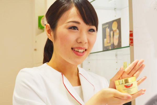 ドクターシーラボ 大阪市内百貨店(2018年オープン予定)美容部員・化粧品販売員(『ドクターシーラボ』ビューティーカウンセラー)正社員の求人のスタッフ写真1