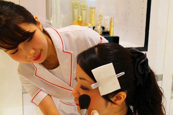 ドクターシーラボ イオンスタイル松本店美容部員・化粧品販売員(『ドクターシーラボ』ビューティーカウンセラー)正社員の求人の写真