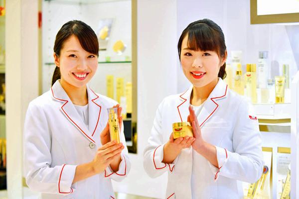 ドクターシーラボ 東急百貨店 東横店美容部員・化粧品販売員正社員の求人のスタッフ写真2