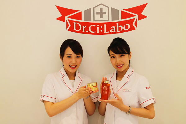ドクターシーラボ 東急百貨店 東横店美容部員・化粧品販売員正社員の求人のスタッフ写真3