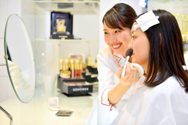 ドクターシーラボ 京王百貨店 新宿店美容部員・化粧品販売員契約社員の求人のスタッフ写真6
