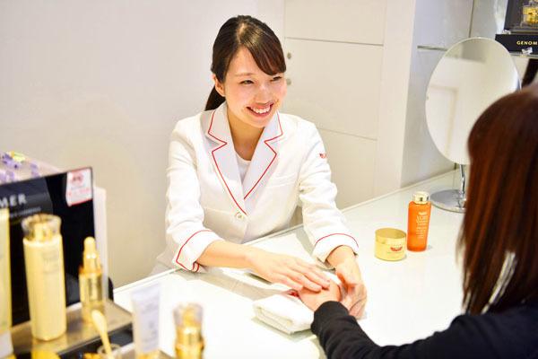 ドクターシーラボ 東急百貨店 東横店美容部員・化粧品販売員正社員の求人のスタッフ写真8