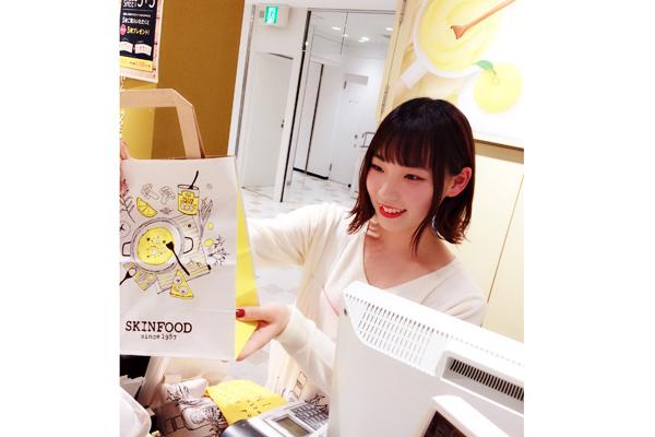 SKINFOOD 梅田EST店美容部員・BA(SKINFOOD(スキンフード)ショップスタッフ)契約社員,正社員,アルバイト・パートの求人のスタッフ写真1