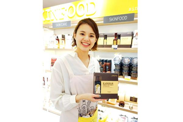 SKINFOOD 梅田EST店美容部員・BA(SKINFOOD(スキンフード)ショップスタッフ)契約社員,正社員,アルバイト・パートの求人のスタッフ写真3