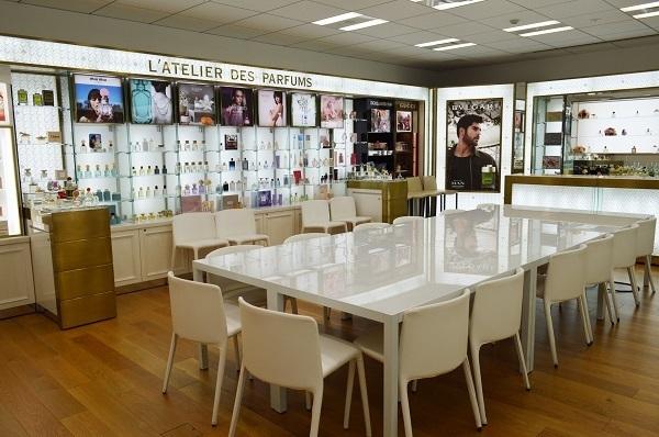 京都市内 有名百貨店・ファッションビル内フレグランスコーナー美容部員・化粧品販売員(フレグランスアドバイザー)正社員の求人のその他写真2
