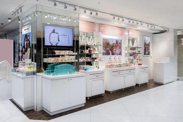 京都市内 有名百貨店・ファッションビル内フレグランスコーナー美容部員・化粧品販売員(フレグランスアドバイザー)正社員の求人の店内写真3