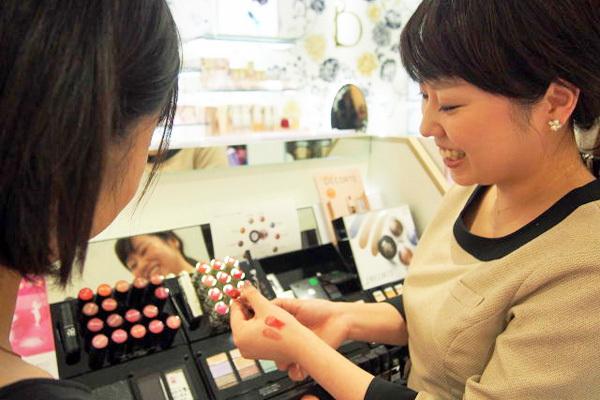 シドニー ルミネ北千住店美容部員・化粧品販売員(ビューティコンサルタント)正社員の求人のスタッフ写真8