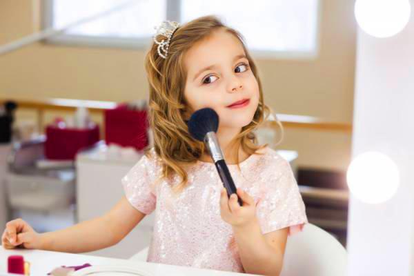 【銀座・丸の内】百貨店・専門店美容部員・化粧品販売員(ビューティアドバイザー)派遣の求人の写真