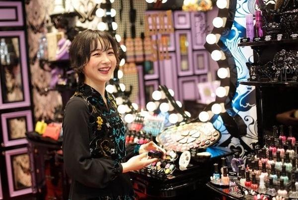 【銀座・丸の内】百貨店・専門店美容部員・BA(『ANNA SUI(アナスイ)』ナビゲーター)派遣の求人のスタッフ写真1