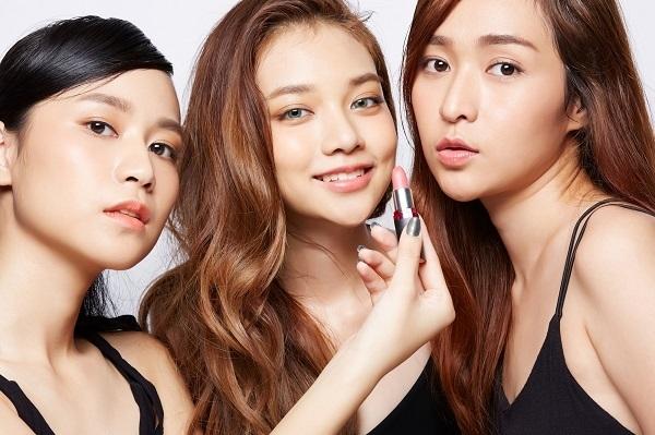【梅田】百貨店・専門店美容部員・BA(化粧品販売員 / 今夏までに転職・ブラントチェンジをしたい方)派遣の求人の写真