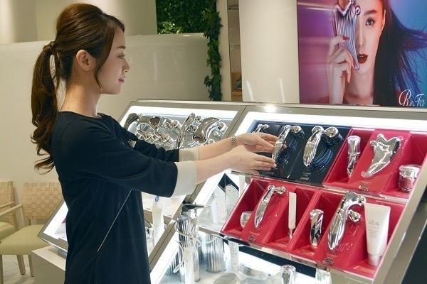 MDNA SKIN/ReFa(リファ) 小田急百貨店 新宿店美容部員・化粧品販売員(チーフ(店長)候補・スタッフ)正社員の求人の写真