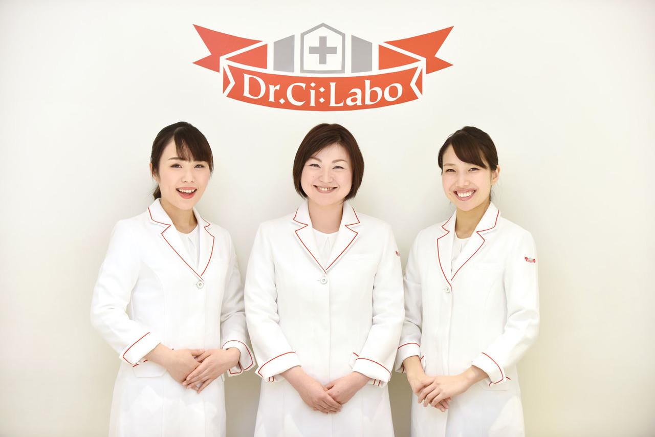 名古屋三越栄美容部員・化粧品販売員(ビューティーカウンセラー)紹介予定派遣/派遣の求人の写真